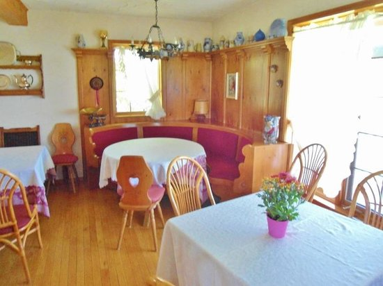 Broecheler Inn: One of the dining rooms