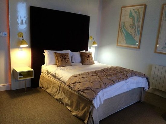 The Claremont Hotel: large comfy bed