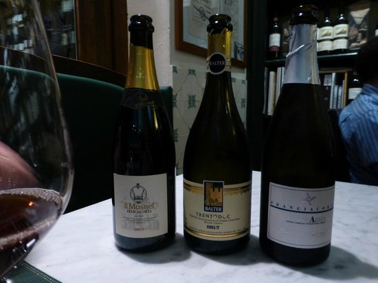 Enoteca Pitti Gola e Cantina : A  recommended selection of 3 Sparkling whites