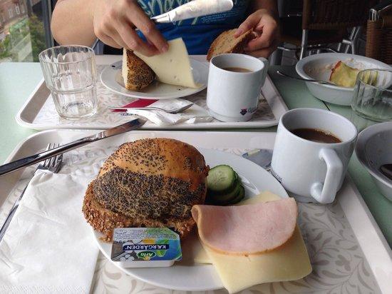Cabinn Odense: Breakfast