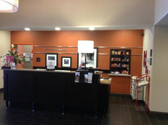 Hampton Inn & Suites Albuquerque North/I-25: Bright and clean lobby