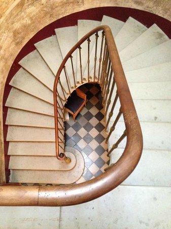 Les Volets Bleus : Staircase