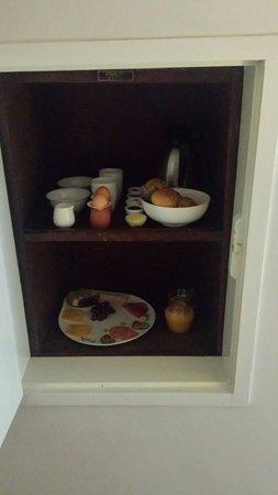 Bed & Breakfast Pluweel : Ontbijt arriveert per lift.