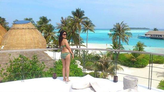 Holiday Inn Resort Kandooma Maldives : Me posing at the Sunset Bar
