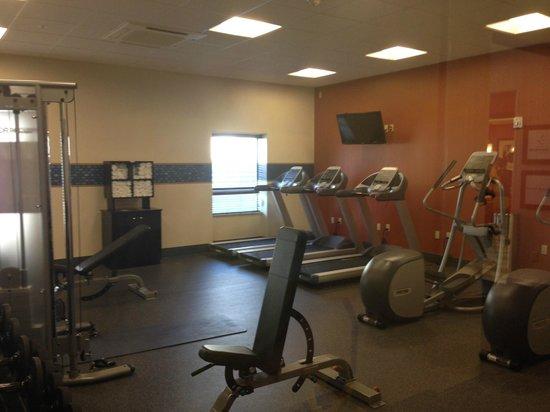 Hampton Inn & Suites Albuquerque North/I-25 : Great gym next to pool