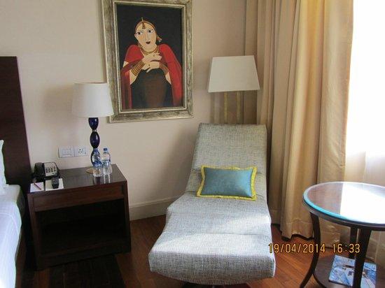 The Gateway Hotel Ganges Varanasi : tumbona en la habitación