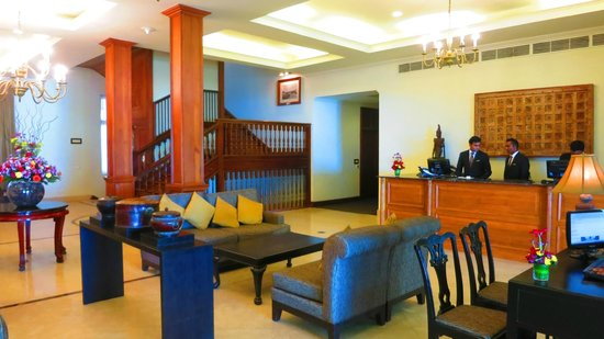 Galle Face Hotel Colombo: Spacious & inviting lobby