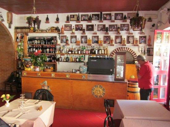 Corso Umberto : Restaurangen La Botte hade en trevlig inredning och bra personal.