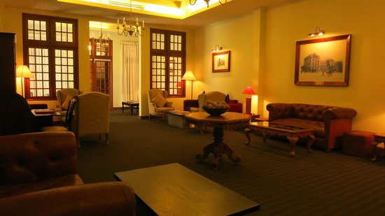 Galle Face Hotel Colombo: Also being used as a library as well