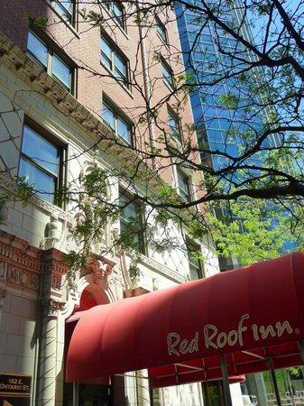 Red Roof Inn Chicago Downtown - Magnificent Mile: Entrée hôtel
