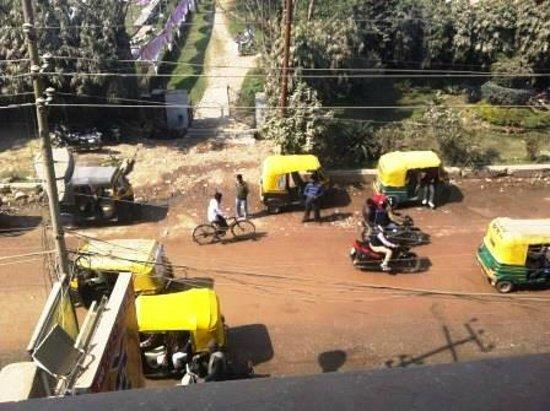Hotel Vaibhav: Vue de la chambre