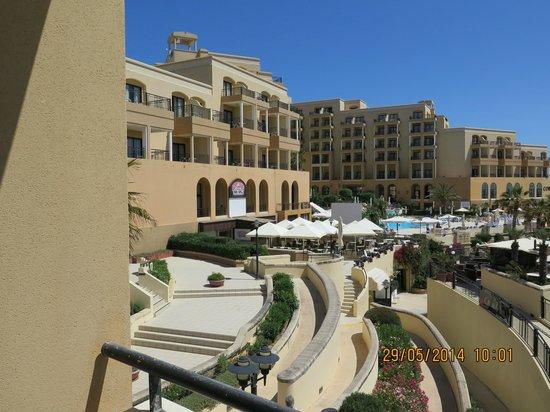 Marina Hotel Corinthia Beach Resort: View over pool