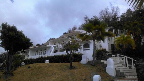 Windjammer Landing Villa Beach Resort: Looking up to my unit, top level