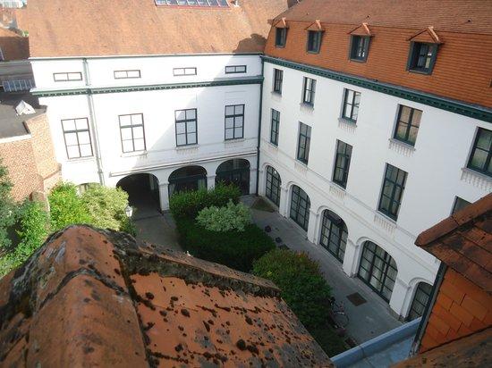 Hotel Cathedrale : La cour intérieure de l'hôtel, vue du 4ème étage