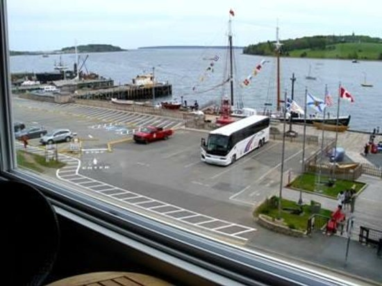 Rum Runner Inn: Lunenburg Harbor .... so peaceful ...