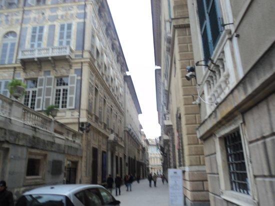 Hotel Cairoli: Rua próxima.