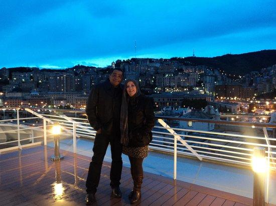 Hotel Cairoli: No navio com vista ao fundo de Gênova.