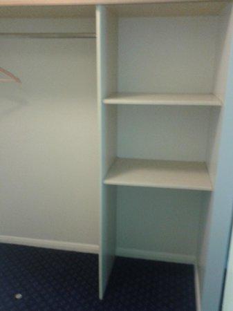 Travelodge Yeovil Podimore: Storage space