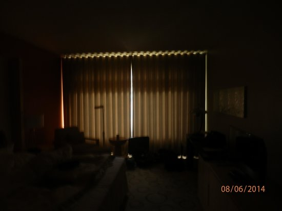 Sheraton Berlin Grand Hotel Esplanade: rideaux occultants !!!!!