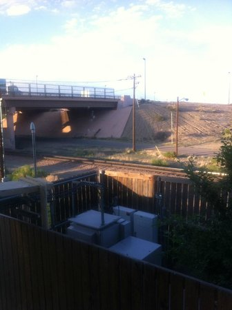 Baymont by Wyndham Pueblo: Railroad tracks outside our room