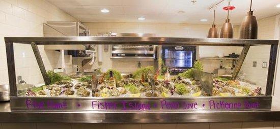 Crow's Nest Marina Restaurant & Tavern: The Raw Bar
