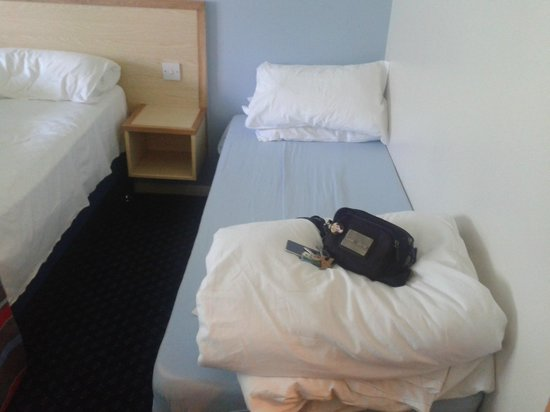 Travelodge Yeovil Podimore: single bed