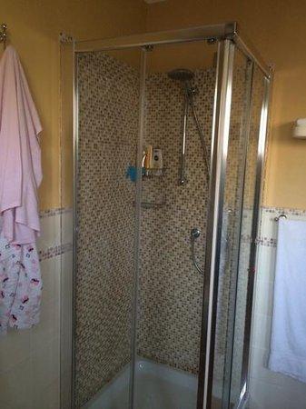 Marin Hotel: Bathroom