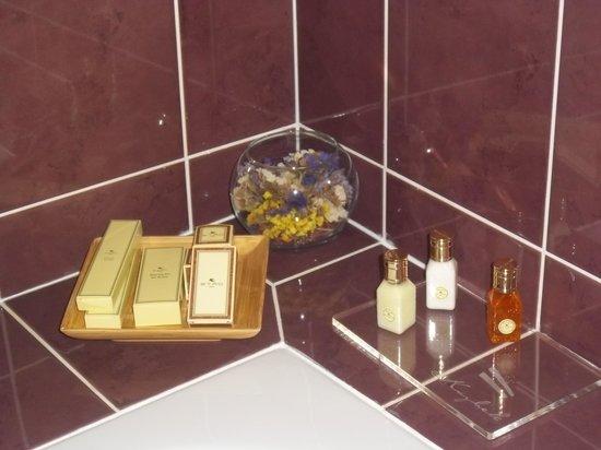 Hotel Kazbek: Bathroom amenities