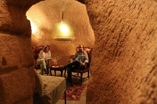 Dere Suites Cappadocia: Sala de estar de la habitación
