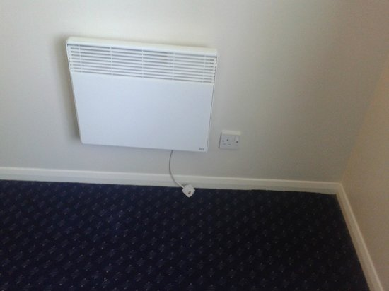 Travelodge Yeovil Podimore: heater