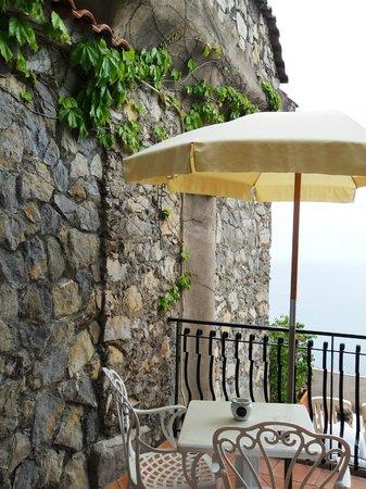Le Agavi Hotel: our patio-balcony