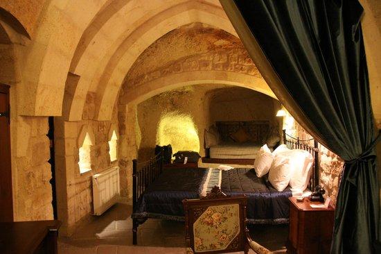 Dere Suites Cappadocia: Vista de una de las habitaciones