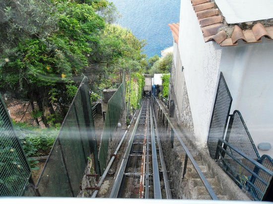 Le Agavi Hotel : funicular to beach and rooms