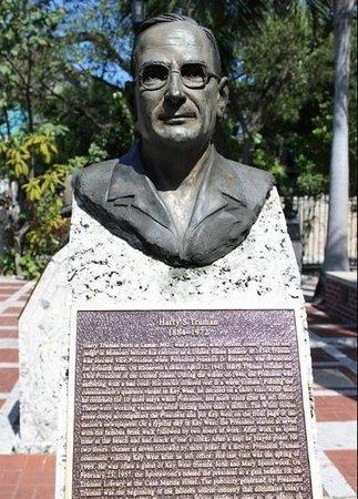 Plaza Mallory: truman bust
