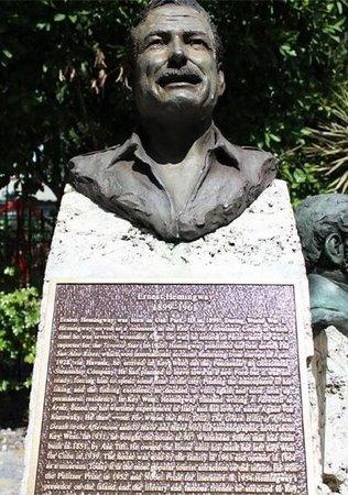 Plaza Mallory: hemingway bust