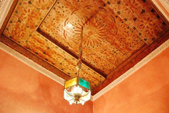 Riad Damia: bath ceiling