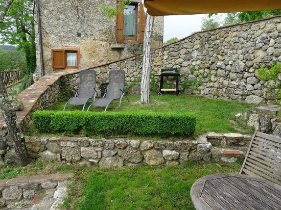 Podere di Santa Maria: Each apartment has private outdoor seating area