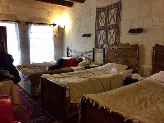 Safran Cave Hotel : The family room. 2 single beds (that can fit 2) and 1 queen bed (fit me and my 2 boys)