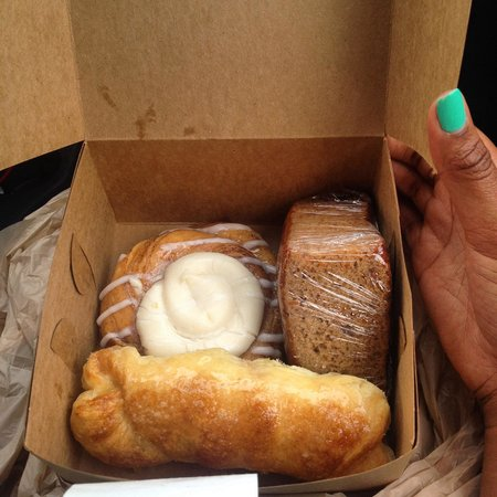 La Familia Bakery 2: $2.84 and all fresh and yummy 😋
