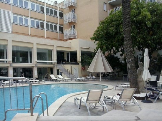 Hotel Hispania : La piscina