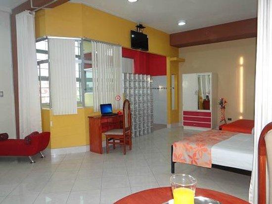 Delfin Amazonico Suites: Suite amplia con excelentes acabados modernos.