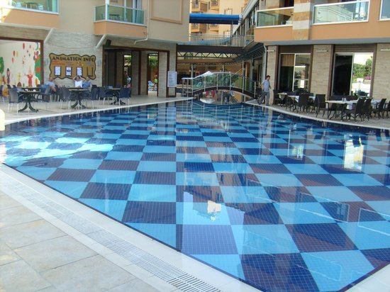 Tac Premier Hotel and Spa: day time at the pool