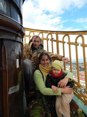 Église de Notre-Sauveur : Два человека с маленьким ребенком