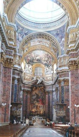 Basilica dei SS. Ambrogio e Carlo: Altare maggiore