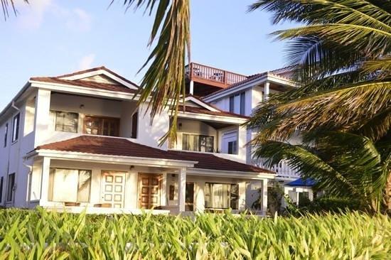 Paradise Villas: beach front room