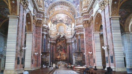 Basilica dei SS. Ambrogio e Carlo: Le Navate