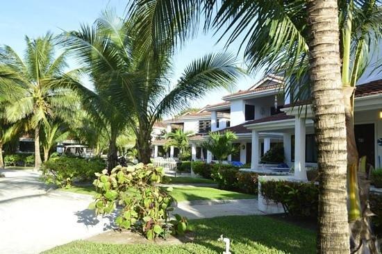 Paradise Villas: garden