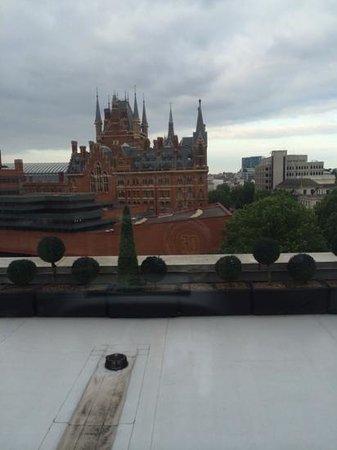 Pullman London St Pancras Hotel : vue depuis les tapis de course ou velo dela salle de fitness