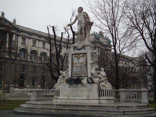 Mozart Statue: Mozart