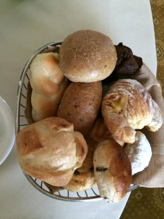 The Westin Excelsior, Rome: Basket of bakery goods from room service Continental Breakfast